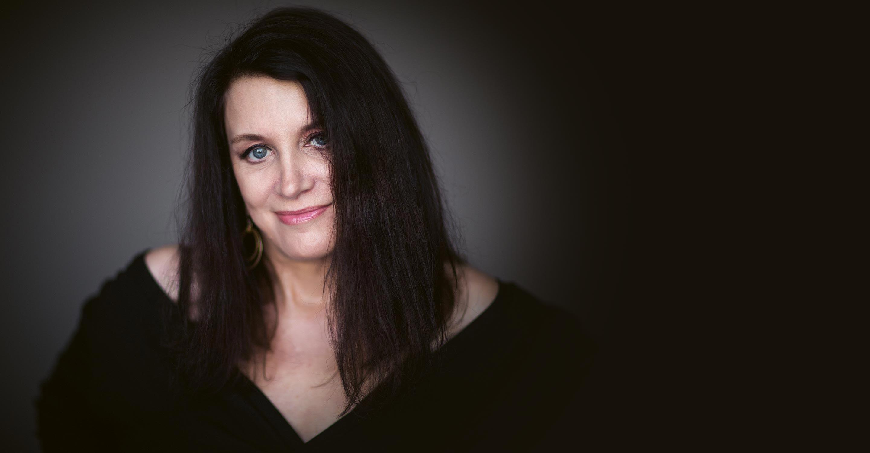 Laurie-Antonioli-homepage-bg3